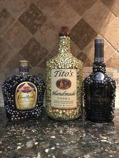 Bedazzled Liquor Bottles, Glitter Champagne Bottles, Bling Bottles, Alcohol Bottle Crafts, Alcohol Bottles, Vodka Bottle, Bottle Painting, Bottle Art, Custom Bottles