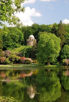 the Temple of Apollo (Stourhead Garden, Warminster, Wiltshire, England, UK) Pride & Prejudice Beautiful World, Beautiful Gardens, Beautiful Places, Nature Aesthetic, Parcs, English Countryside, Dream Garden, Aesthetic Pictures, Beautiful Landscapes