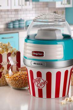 Przygotowywanie popcornu w urządzeniu marki Ariete to zdrowa przyjemność. 60 g prażonej kukurydzy w 2 minuty!!! Proces przygotowania odbywa się przy wykorzystaniu cyrkulacji gorącego powietrza. Od teraz możemy zajadać się niskokalorycznym popcornem bez jakichkolwiek wyrzutów sumienia! Popcorn Maker, Party Time, Kitchen Appliances, Canning, Diy Kitchen Appliances, Home Appliances, Kitchen Gadgets, Home Canning, Conservation