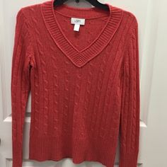 Ann Taylor Loft sweater size small. This gently worn sweater is soft and perfect for winter. Size small and in excellent condition. Ann Taylor Sweaters