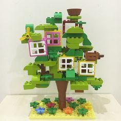"""77 次赞、 12 条评论 - Hiba Yuki (@creations92) 在 Instagram 发布:""""Lego treehouse. It's nesting season! #duplo #lego #schleich Inspired by @brickaday …"""""""