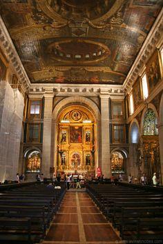 Igreja de Sao Roque Gothic Architecture, Interior Architecture, Portugal Places To Visit, Medieval, Iglesias, Place Of Worship, Cathedrals, Lisbon, Portuguese