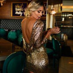 vestido-paetê-costa-nua Disco Club, Party Time, Backless, Formal Dresses, How To Wear, Fashion, Dress Backs, Shots Ideas, Valentines Day Weddings