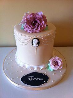 Vintage/cameo cake