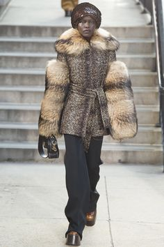 FUR FANATIC! YASSS FUR!!!  Marc Jacobs Fall 2017 Ready-to-Wear Collection Photos - Vogue
