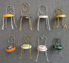 miniatura de cadeiras com tampinha de garrafa
