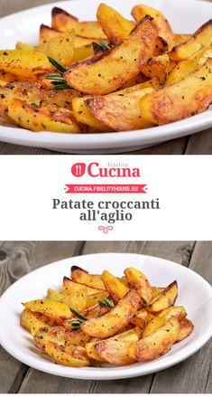 Patate croccanti all'aglio Indian Food Recipes, Italian Recipes, Healthy Recipes, Yummy Food, Tasty, Aglio, Antipasto, Soul Food, Food To Make