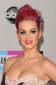 Katy takes award for 'Pop/Rock Female Artist' @ 2012 AMAs!