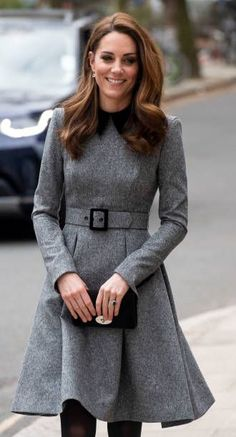 March 2019 - The Duchess Of Cambridge visits The Foundling Museum to understand how they use art to make a positive contribution to society by engaging with vulnerable and marginalised young people. Looks Kate Middleton, Kate Middleton Outfits, Duchess Kate, Duchess Of Cambridge, Catherine Cambridge, Royal Fashion, Coat Dress, British Style, Fashion Dresses