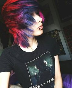 I got out of the emo phase in my Junior year of high school but I was never allowed to dye my hair like that or even cut it like that. But god it makes me want to actually do it now that Im allowed to Cute Emo Boys, Emo Girls, Hot Emo Guys, Mode Emo, Pelo Emo, Emo Scene Hair, Emo Boy Hair, Corte Y Color, Alternative Hair