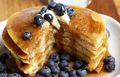 Ree Drummond's Surprising Tip for Making Fluffy Pancakes - PureWow Fluffy Pancakes, Buttermilk Pancakes, Blueberry Pancakes, Ree Drummond, Lunch Restaurants, Emergency Food Supply, Homemade Pancakes, Brunch Spots, Banana Chips
