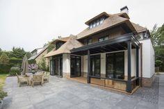 Villa Naarden by Denoldervleugels Architects & Associates - I Like Architecture / http://www.denoldervleugels.nl/Naarden-Villa.html