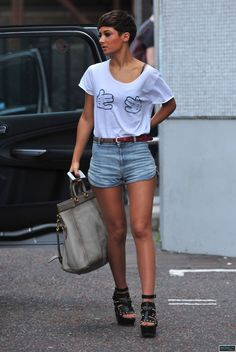 I want those shorts Cool Tees, Cool T Shirts, Frankie Sandford, Hair Doo, Protective Styles, Looking Gorgeous, Everyday Look, Korean Fashion, Quirky Fashion