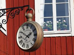 I love this type of clock! Time To Live, Have Time, Tick Tock Clock, Wall Watch, Kitchen Wall Clocks, Somewhere In Time, Cool Clocks, Time Stood Still, Time Clock