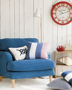 white is the main color for this seaside space, bold blue is additional, and red is icing on the cake House Decoration Items, Diy Home Decor, Feng Shui Colores, Anchor Home Decor, Sweet Home, Image House, Home Hacks, Colorful Interiors, Love Seat
