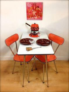 Formica tafel en stoelen Retro kitchen Retro table and chairs formica Dutch Fondue Oranje Brabantia Small Furniture, Retro Furniture, Furniture Nyc, Cheap Furniture, Office Furniture, Formica Table, Casa Retro, Retro Caravan, Retro Ideas