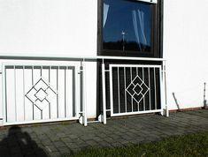 Window Grill Design Modern, Balcony Grill Design, Grill Door Design, Balcony Railing Design, Window Design, Steel Stair Railing, Steel Railing Design, Steel Stairs, Railings