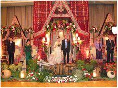 Soraya Wedding Organizer Pelaminan adat batak dengan sentuhan gaya modern.