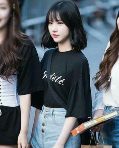 Gfriend - Eunha Ja amei esse look com essa brusinha preta e esse cabelo com ondas! Ta muito hot!