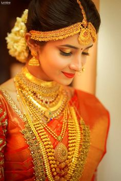You can find the best wedding photographers, top wedding makeup artists, finest wedding decorators, top wedding planners, bridal stylists & affordable jewellery rentals South Indian Bride Saree, Indian Wedding Bride, Indian Bridal Sarees, Indian Bridal Outfits, Indian Bridal Fashion, Indian Wedding Jewelry, Hindu Bride, Indian Weddings, Saree Wedding