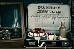 Tvarohový cheesecake s višňovo-ríbezľovým topingom