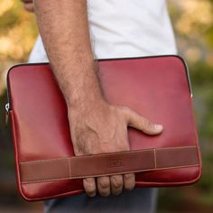 Colombia Portfolio Berry is a unique piece and more than a simple #portfolio. It's #handcrafted by skilled #artisans from Specialty vegetable tanned #leather that will be age beautifully over time. #menstyle #womenstyle #mensfashion #womensfashion #laptopbag #laptoplife #leathergoods #leathercraft #mensgoods #womenbag