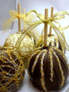 I want to order these...chocolate covered apples.. Gorgeous!!