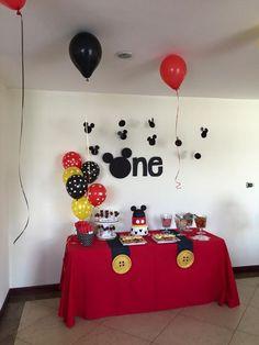Cumple - Aiden's First Birthday! - Cumple - Aiden's First Birthday! Mickey Mouse Birthday Decorations, Mickey Mouse Theme Party, Mickey 1st Birthdays, Fiesta Mickey Mouse, Mickey Mouse Clubhouse Party, Mickey Mouse Clubhouse Birthday, Mickey Mouse Cake, Mickey Birthday, 1st Boy Birthday