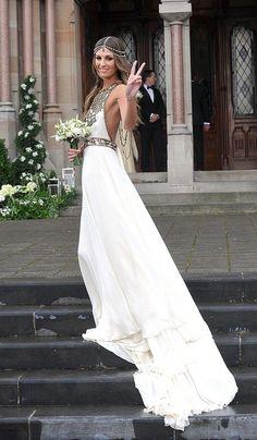 Beautiful wedding dress and head piece..perfect for a beach wedding.