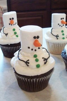 Cute and Sweet Christmas Cupcakes ★ See more: http://glaminati.com/cute-sweet-christmas-cupcakes/