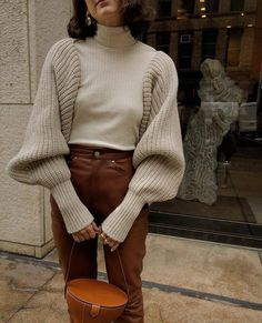 Love this chunky stitch balloon sleeve sweater with extended cuffs for an updates fall outfit idea Outfits Otoño, Fashion Outfits, Fashion Trends, Fashion Women, Fall Winter Outfits, Autumn Winter Fashion, Business Mode, Street Style, Lookbook