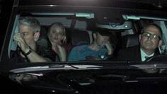 Perte de temps - Jennifer Lawrence et Chris Martin se font paparazzier en auto | HollywoodPQ.com