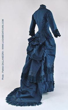 Visiting dress, ca 1880, showing bustle and train detail.