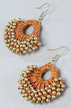 best Ideas for diy jewelry macrame wire crochet Crochet Jewelry Patterns, Crochet Earrings Pattern, Crochet Accessories, Wire Crochet, Crochet Crafts, Crochet Ideas, Diy Crafts, Textile Jewelry, Fabric Jewelry
