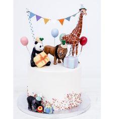 """Hallo ihr Lieben habt ihr schon mal so viel Party auf einer Torte gesehen? Wir sagen nur """"Hoch die Hände Wochenende""""! Bleibt gesund! ________________________________________ #friyay #hochdiehändewochenende #partyhart #party #torten #torte #tortendeko #tortenliebe #sweettable #hereismyfood #nomnomnom #foodlicious #foodie #cakelove #cakephotography #cakestagram #cakedesign #tierliebe #schleichtiere #kindergeburtstag #kinderkuchen #partytime #buntistmeinelieblingsfarbe #giraffe #panda #löwe… Cake Pops, Birthday Cake, Party, Handmade, Children Cake, Healthy, Hand Made, Birthday Cakes, Parties"""