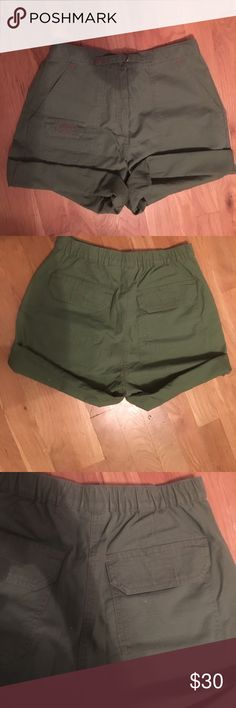 NEVER WORN L.L Bean army green roll up short💚💚 Army green roll up shorts with an elastic waistband in the back with closable pockets in the back. Never worn once, no tags. Khaki like material. 4 Regular. 75% cotton 25% polyester coolmax technology. Comes from a smoke free environment🤗 L.L. Bean Shorts Bermudas