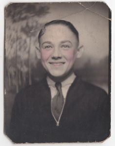 BOY IN TIE TINTED CHEEKS & LIPS PHOTOBOOTH OLD/VINTAGE PHOTO-SNAPSHOT g4160