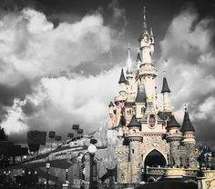 #Disneyland Paris. Sleeping beauty castle #dlp #dlrp #Disney 'Le Château de la Belle au Bois Dormant' Walt Disney Studios, Disneyland Paris, Disney Pictures, Disney Love, Barcelona Cathedral, Notre Dame, Parks, Sleeping Beauty, Black And White