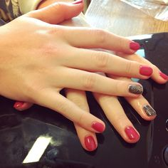 Moje práce, gel lak na kamarádky nehtech.  #gellak #nails #nehty #naturenails #colors #prirodninehty #gelovenehty #gelnails #homemade #handmade #homework #naninails @naninails