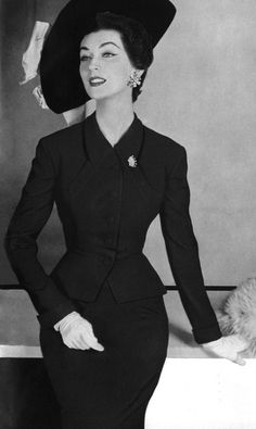 Model Dovima in a ravishing black dress and jacket with the perfect matching hat - Dovima modeling a Handmacher suit in Harper's Bazaar, October 1954 Image restored from an original, kindly donated by Stephen. Vintage Fashion 1950s, Fifties Fashion, Vintage Couture, Vintage Mode, Retro Fashion, Vintage Style, Club Fashion, Vintage Ideas, Retro Vintage
