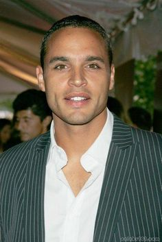 Daniel Sunjata.  Have you ever seen a sweeter face?  Check out those dimples!!!