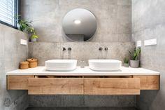 Koupelnový nábytek z kvalitních materiálů. Corianová deska, hrany lepené PURem a výsuvy Blum, to je sázka na jistotu.
