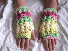Crochet tutorial that teaches you how to crochet finger less gloves using the zig zag puff stitch. These gloves are part of a set to go with the Zig zag Bean... ♡ Teresa Restegui http://www.pinterest.com/teretegui/ ♡