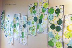 bandes avec collages de ronds camaïeu de verts, puis empreintes jaune, bleu, vert au bouchon.