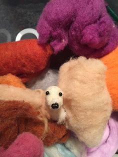 New dog in wool, needle felting Corazón de Lana México