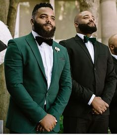 Read more about white tuxedo wedding suit. Check the webpage for more info This is must see web content. Wedding Groom, Wedding Suits, Wedding Attire, Trendy Wedding, Wedding Tuxedos, Wedding Vintage, White Tuxedo Wedding, Green Wedding Suit, Green Tuxedo