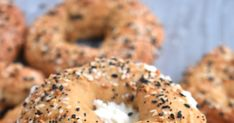 Easy Whole-Wheat Everything Bagels have just are made with Greek yogurt, don't require yeast or boiling, are made in the oven and can be made ahead of time and frozen! No Carb Recipes, Veggie Recipes, Vegetarian Recipes, Veggie Food, Food Food, Sugar Free Desserts, Low Carb Desserts, Low Calorie Bagel Recipe, Low Gi Fruits