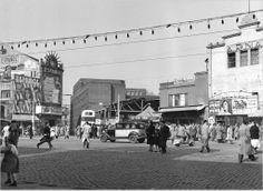Barcelona.El Paral·lel, anys 50. Autor: Català Roca.