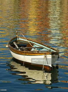 37 new ideas row boats painting water Boat Drawing, Boat Art, Old Boats, Boat Painting, Boat Plans, Wooden Boats, Boat Building, Fishing Boats, Belle Photo
