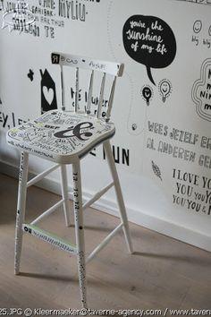 DIY chair, black & white, text  © Rosalie Noordam & Anouk De Kleermaeker